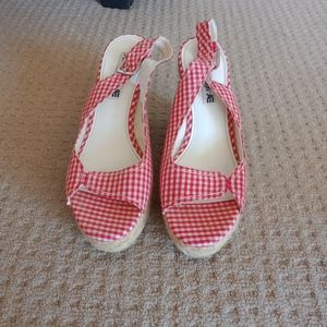 New American Eagle red checked wedges